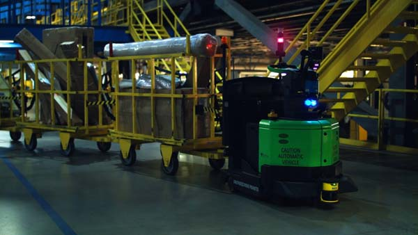 The RT4500-DO is a robotic tugger that's built to automate the point-to-point transport of flatbed cars or carts.